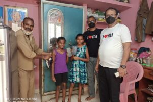 Online education; Xiaomi provides gadgets to daughters of Chennai auto driver